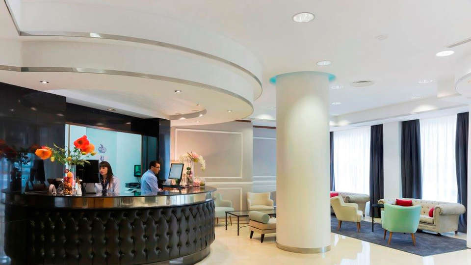 Hotel Gran Vía - edit_reception213.jpg