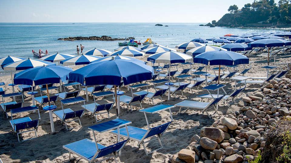 Hotel Baia del Capitano - edit_Beach2.jpg