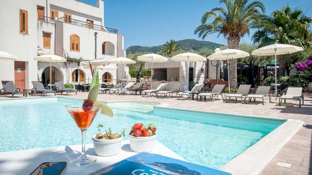 Vacanza a Cefalù in mezza pensione con piscina e accesso alla spiaggia