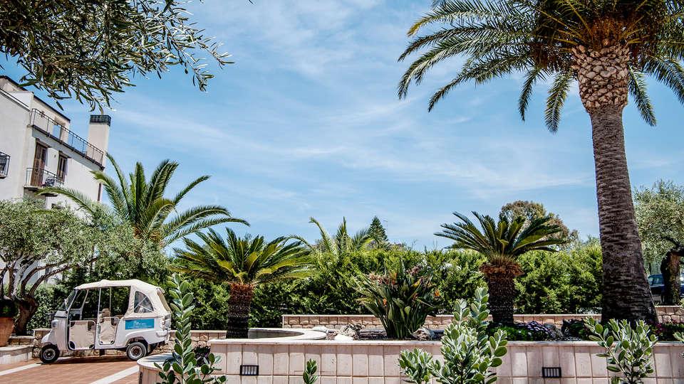 Hotel Baia del Capitano - Edit_Terrace2.jpg