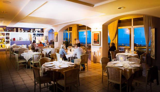 Vacanze in mezza pensione a Castelsardo con nave Grimaldi (9 giorni/7 notti)