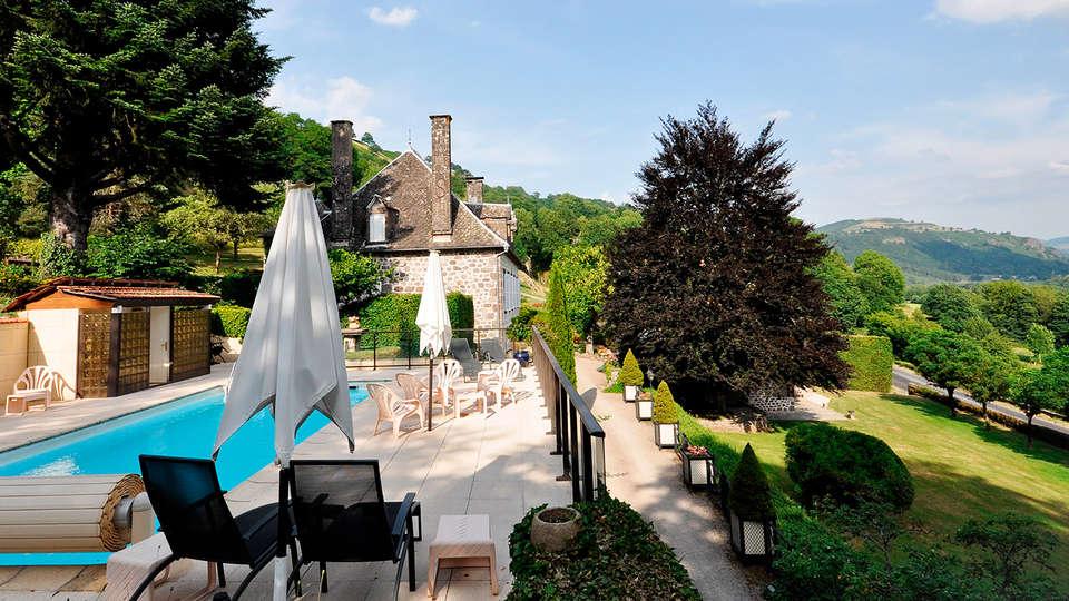 Hostellerie de la Maronne - edit_pool.jpg