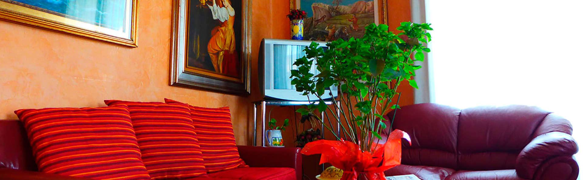 Hotel Moderno - EDIT_salon.jpg