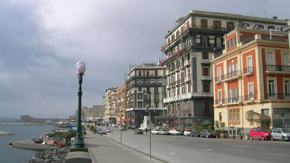 Hotel Miramare - edit_facade.jpg