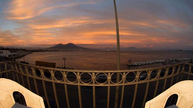 Vacanza a Napoli: soggiorno nel centro con aperitivo di benvenuto