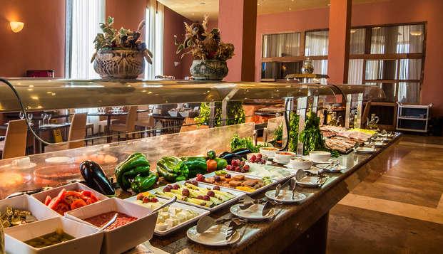 Gastronomía andaluza y relax con acceso al spa y pensión completa en Antequera