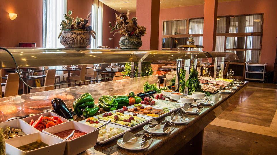 Hotel Antequera by checkin - edit_buffet.jpg