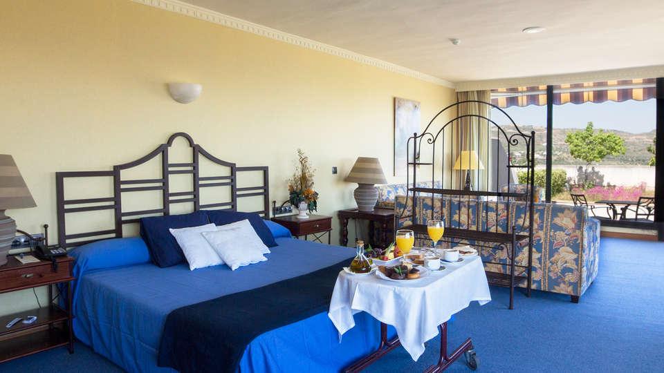 Hotel Antequera by checkin - edit_room.jpg