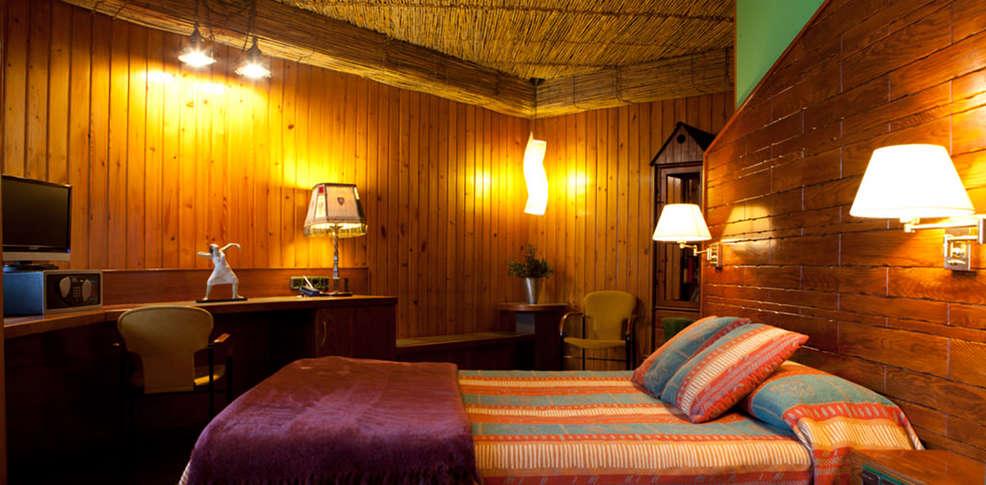 hotel quind s 3 le n espagne. Black Bedroom Furniture Sets. Home Design Ideas