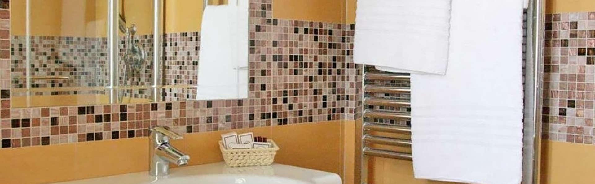 Hotel Villa Soligo - Edit_Bath.jpg