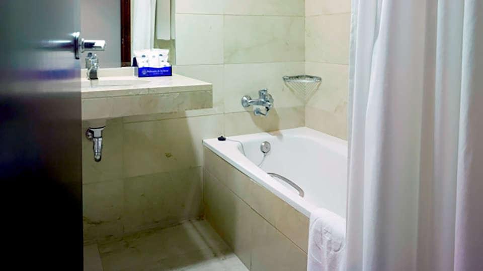 Balneario de Archena - Hotel León - Edit_Bath.jpg