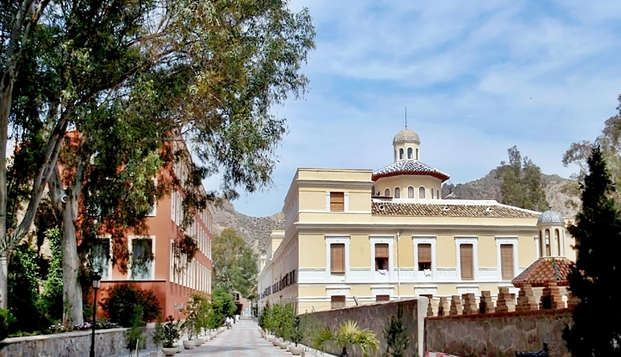 Escapada en superior con Media pensión y acceso a las Piscinas termales en el Balneario de Archena