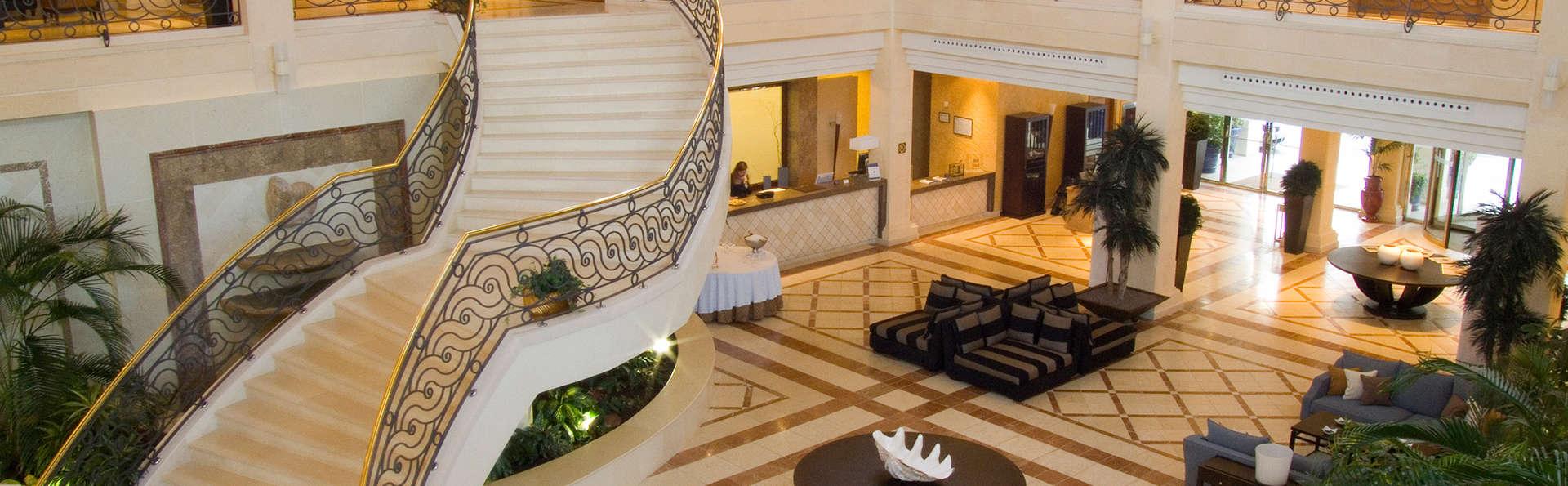 Escapada exclusiva con desayuno en hotel de lujo 5* en Almería