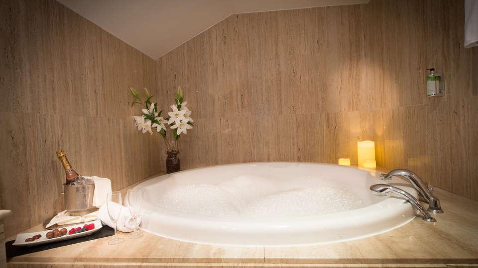 Hotel Segovia Sierra de Guadarrama - Edit_Bath2.jpg