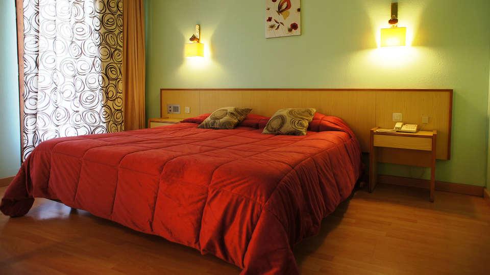 Hotel La Planada - EDIT_room1.jpg