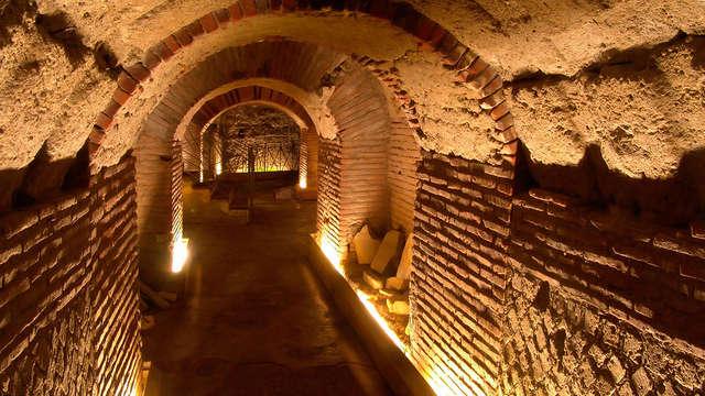Séjournez dans un hôtel boutique et visitez les souterrains de Naples.