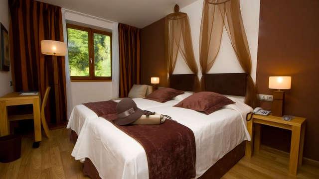1 noche en habitación doble estándar vista a la montaña para 2 adultos