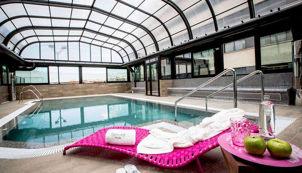 Séjour avec piscine intérieure à Grenade