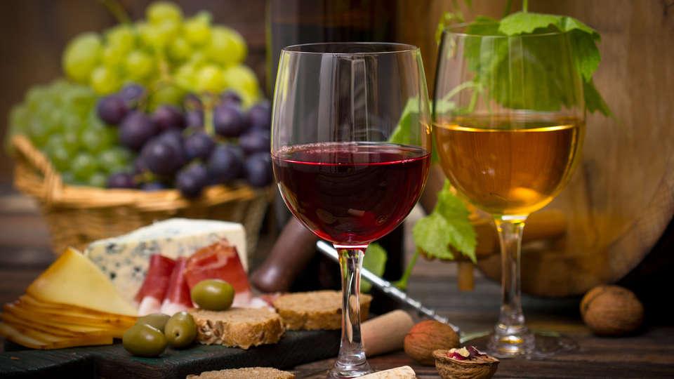 Belmonte Sinai Hotel - Edit_Wine.jpg