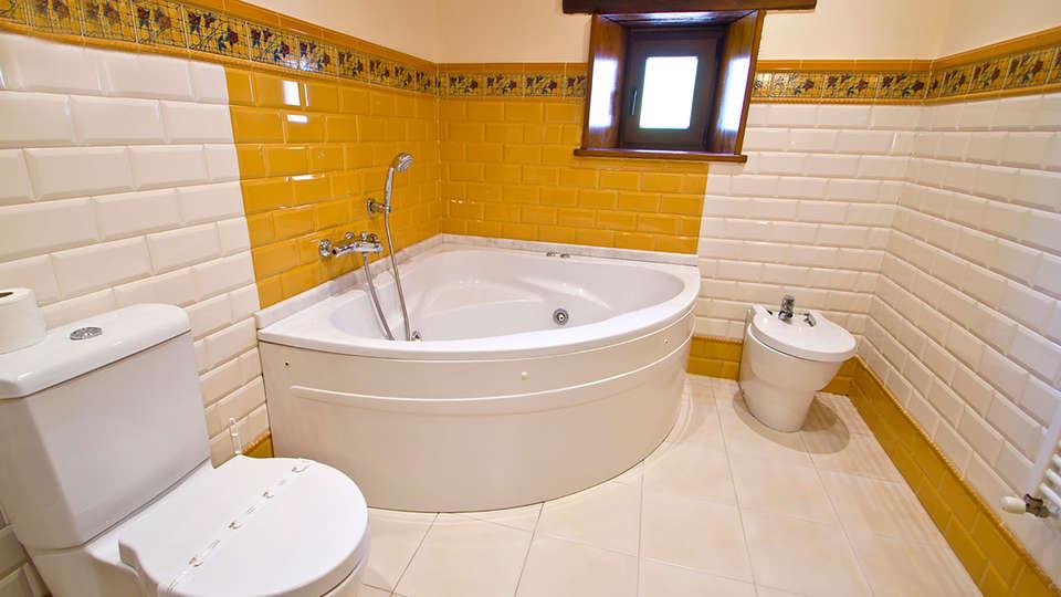 Posada La Victoria - Edit_Bath.jpg