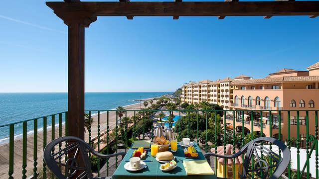 Oasis a primera linea de playa de Fuengirola con vistas al mar, desayuno, Spa y parking incluidos