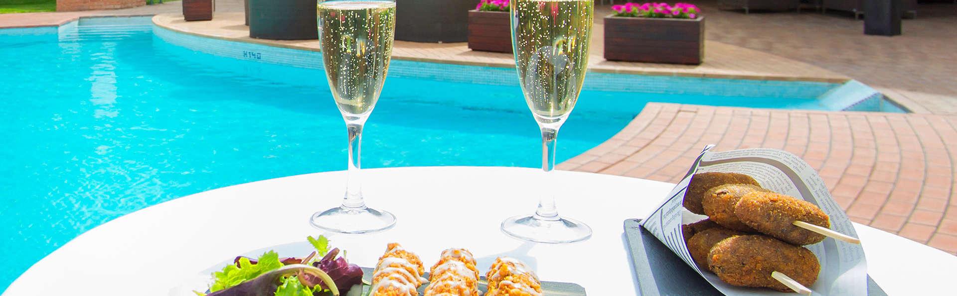 Hotel SB Corona Tortosa - edit_pool.jpg