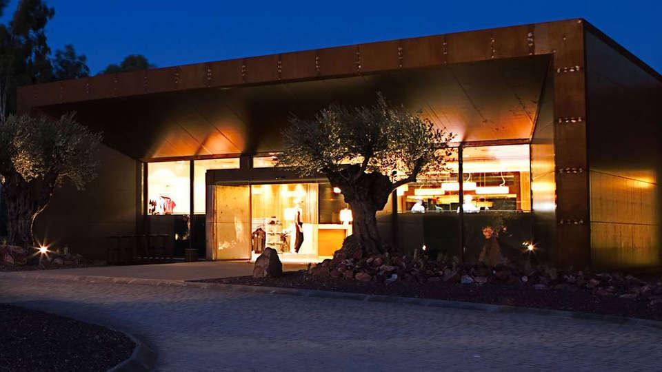Hotel Vincci Valdecañas Golf - edit_Front.jpg
