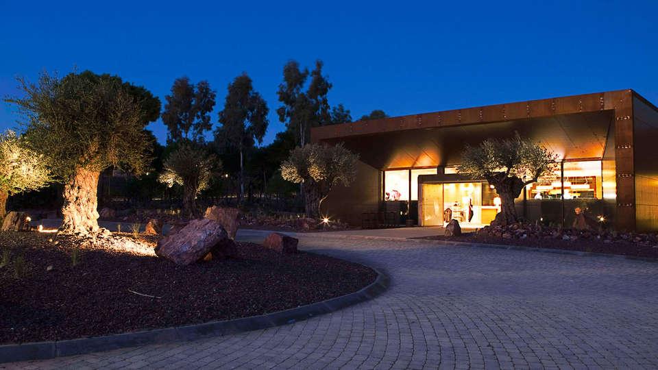 Hotel Vincci Valdecañas Golf - Edit_Front2.jpg