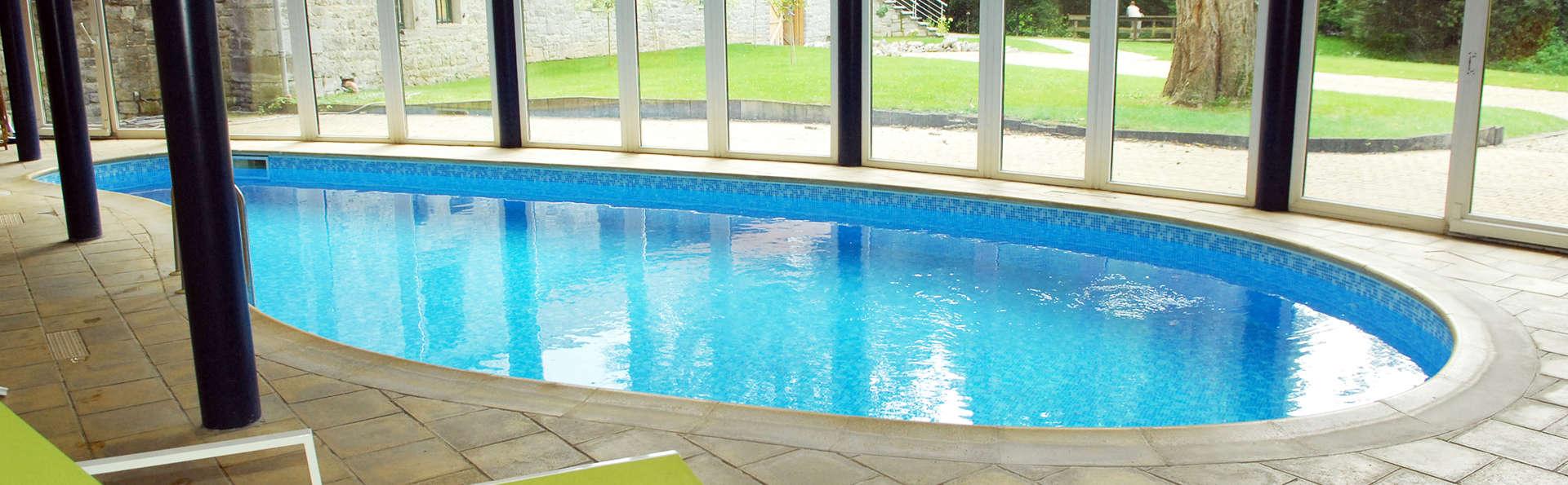 Romantisch uitstapje in Dinant met toegang tot het binnenzwembad