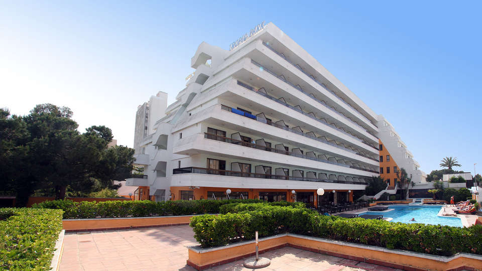 Hotel Tropic Park - edit_facade.jpg