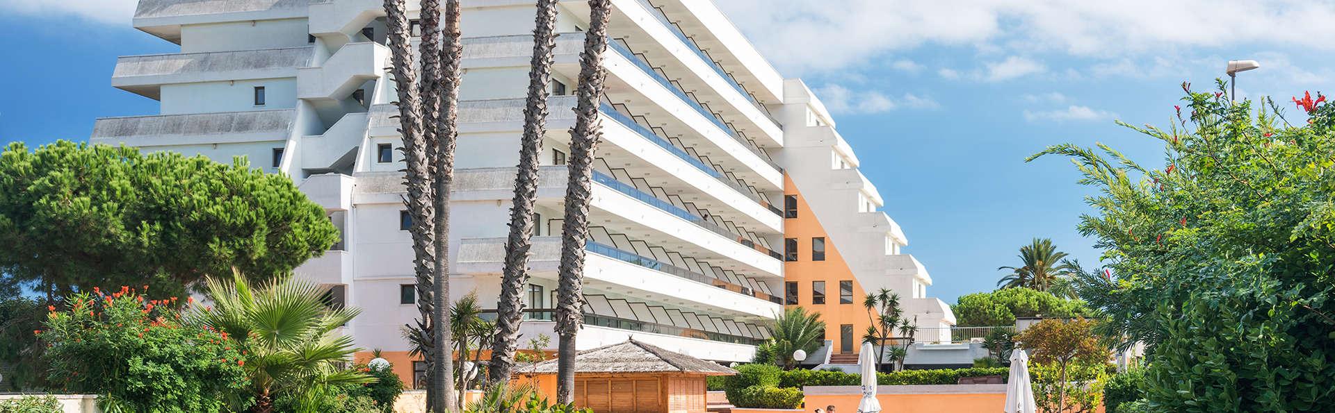 Hotel Tropic Park - edit_pool2.jpg