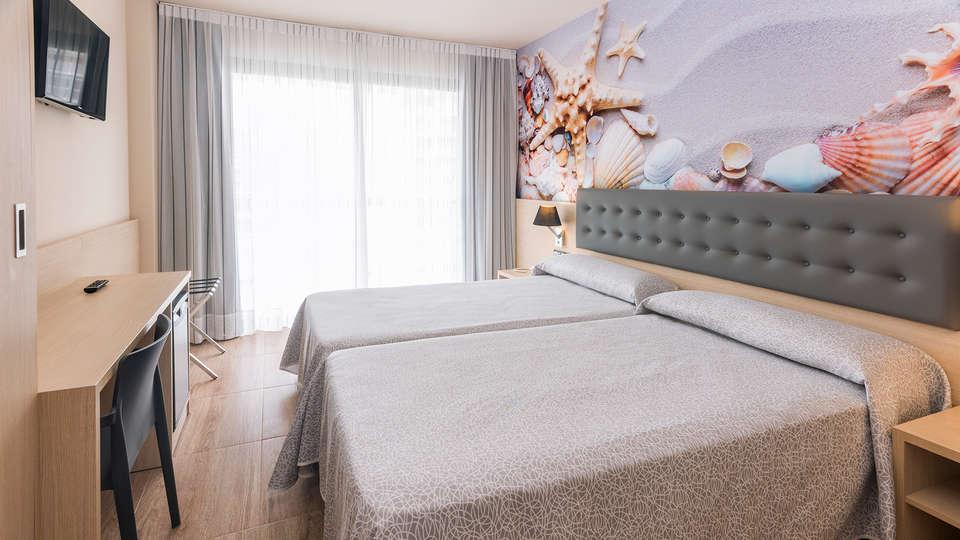 Hotel Tropic Park - edit_room2.jpg