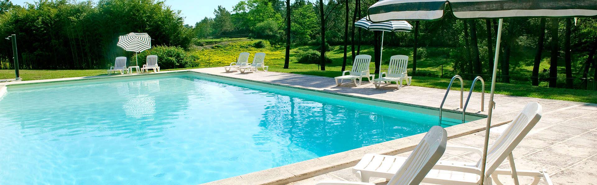 Manoir du Grand Vignoble - edit_pool.jpg