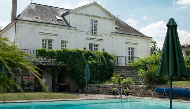 Hotel The Originals Domaine de la Courbe ex Relais du Silence - front