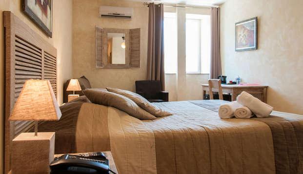 Hotel The Originals Domaine de la Courbe ex Relais du Silence - room