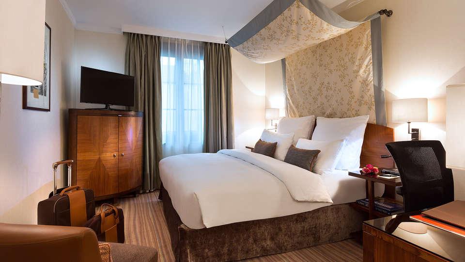 Warwick Brussels  - edit_Premium_Room1.jpg