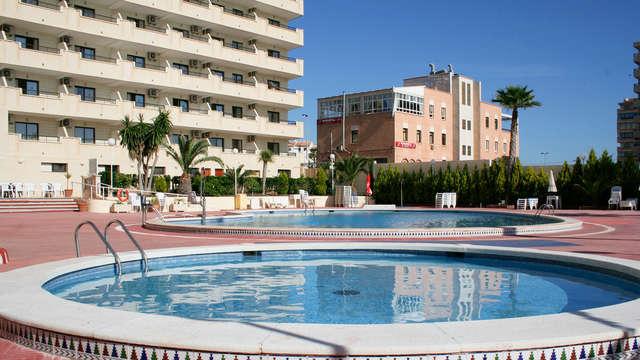 Escapada con vistas al mar y balcón privado en Torrevieja (hasta 1 niño gratis)