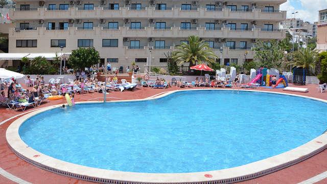 Escapada familiar en pensión completa frente el mar de Torrevieja (con dos niños gratis)