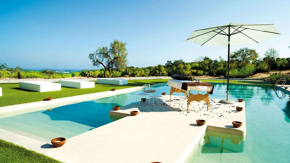 Sant Pere del Bosc hotel & spa - edit_pool_massage.jpg