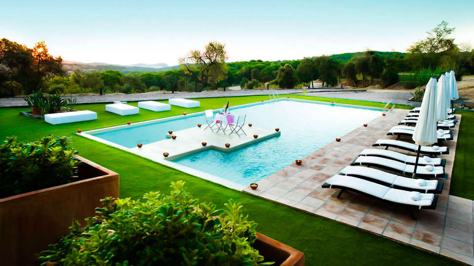 Sant Pere del Bosc hotel & spa - edit_pool2.jpg