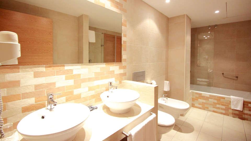 Hotel Plazaola - edit_bathroom.jpg
