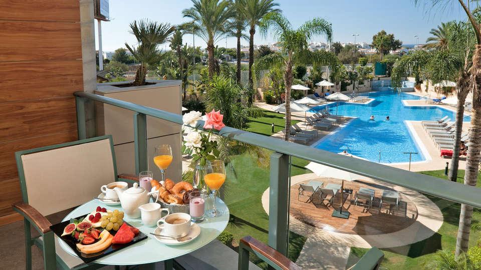 Exe Estepona Thalasso & Spa (Adults Only) - edit_terras_balcon_breakfast.jpg