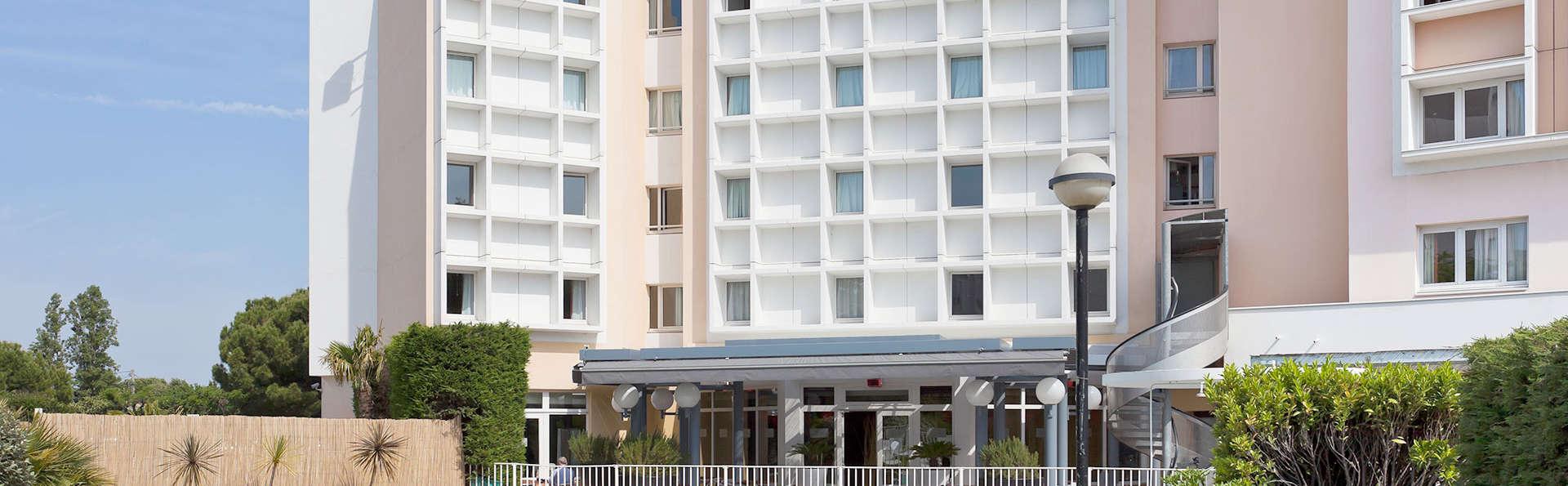 ibis Marseille Bonneveine - Edit_Pool3.jpg