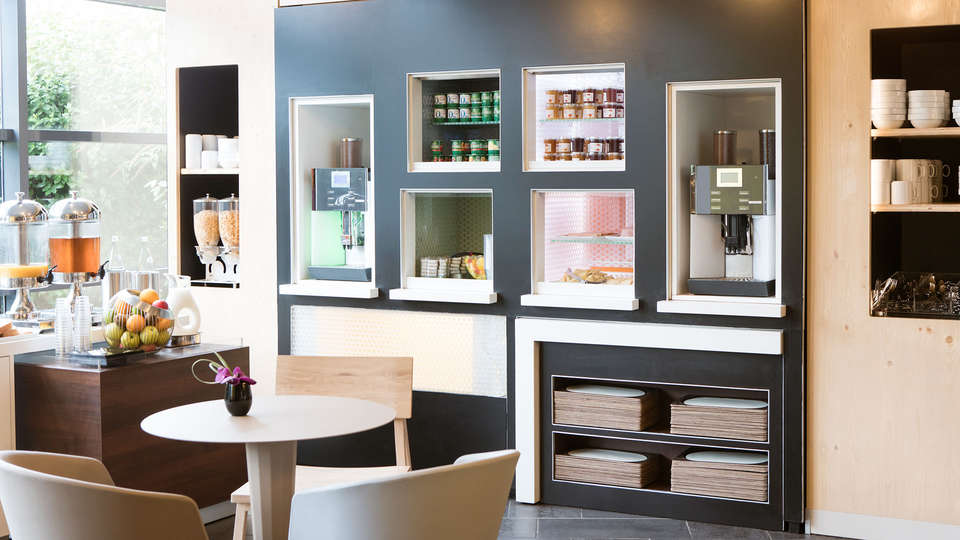 Novotel Suites Paris Rueil Malmaison - edit_breakfast54.jpg