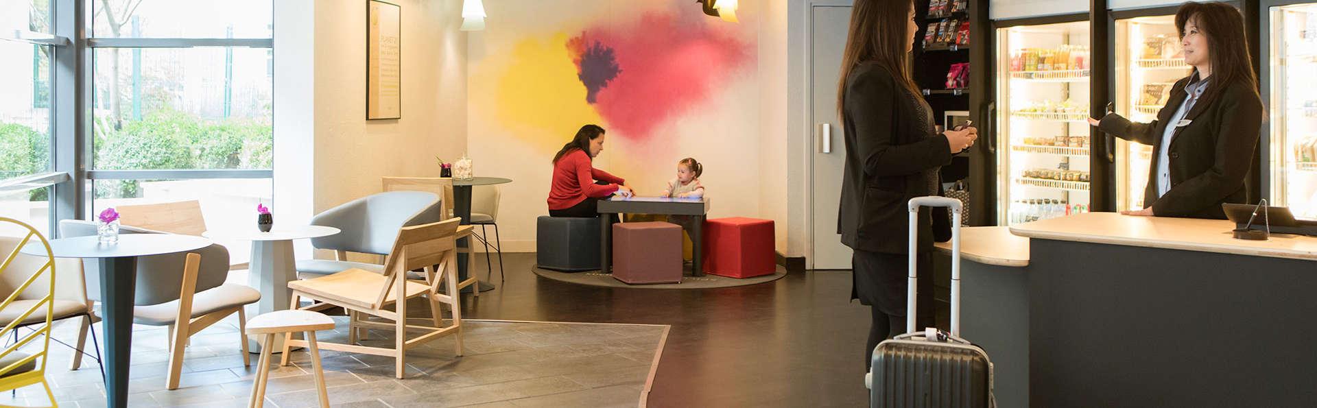 Novotel Suites Paris Rueil Malmaison - edit_lobby7.jpg