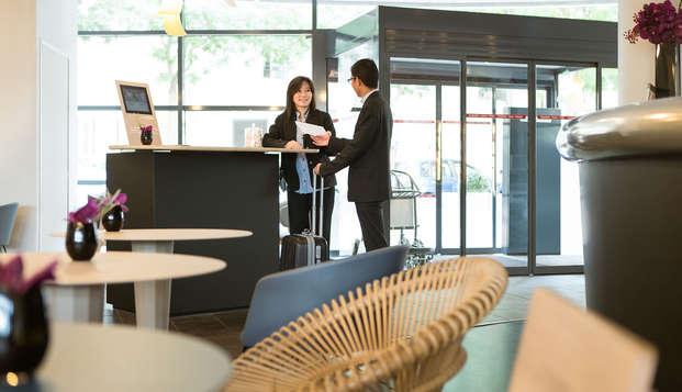 Novotel Suites Paris Rueil Malmaison - reception