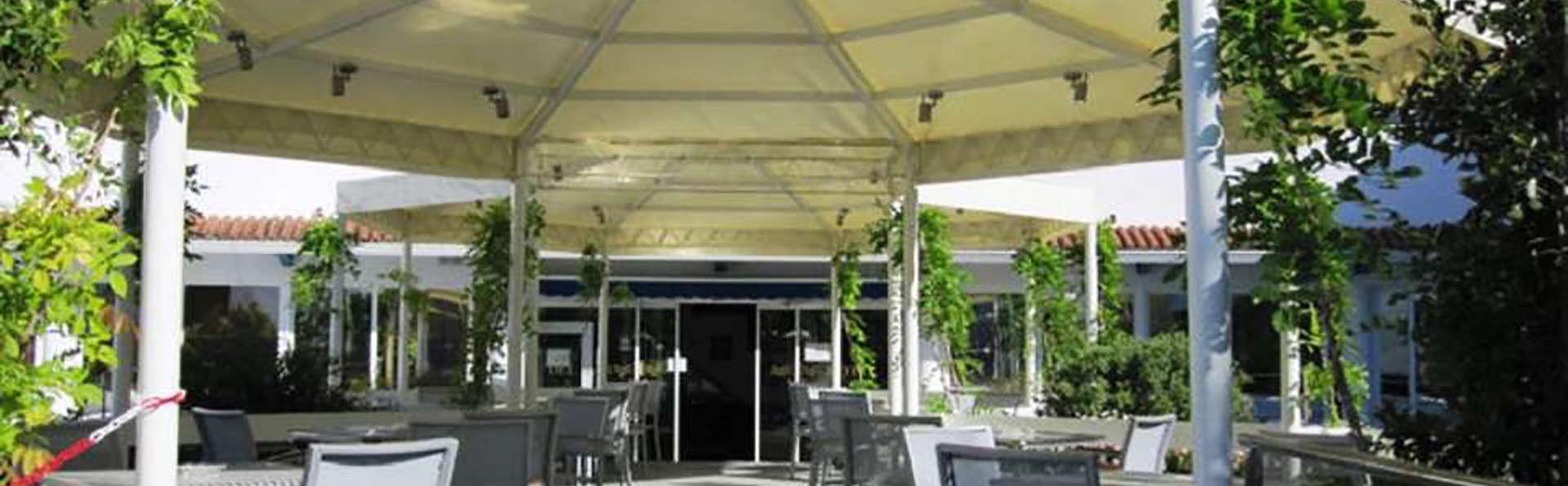 Del Mar Hotel & SPA - Edit_Terrace.jpg