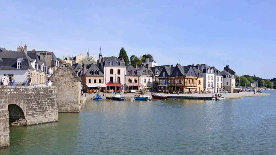 BEST WESTERN Auray Le Loch  - edit_Auray_port_de_Saint-Goustan_quai_Franklin.jpg
