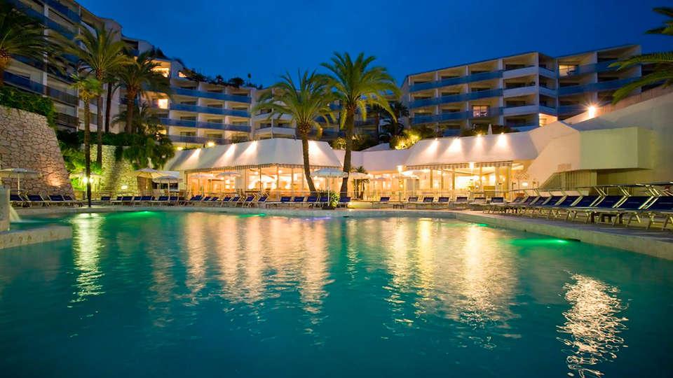 Hotel Cannes Montfleury - edit_pool4.jpg