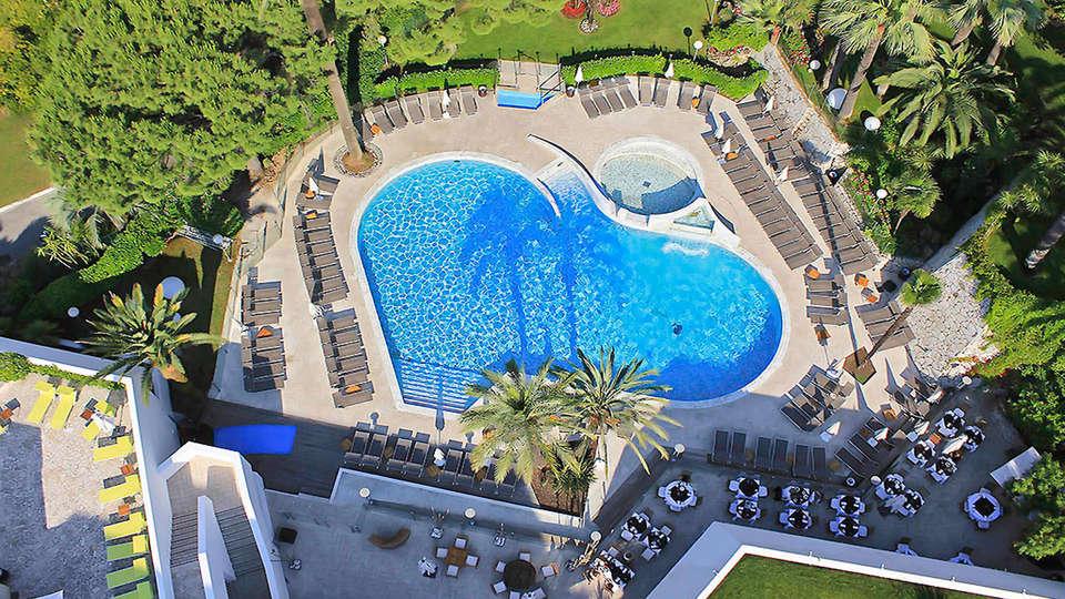 Hotel Cannes Montfleury - edit_pool3.jpg